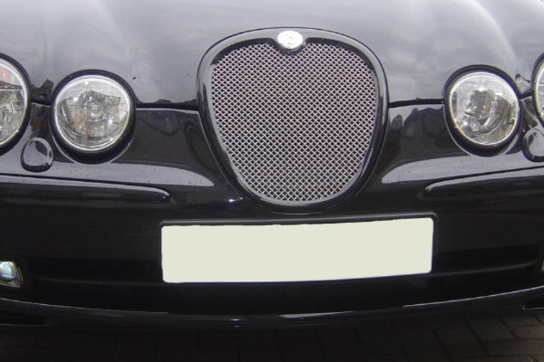 Jaguar S Type Mesh Grille - 2008 Style - coloured surround (fits 1999 - 2004 models)